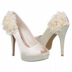 scarpe da sposa in inverno al chiuso